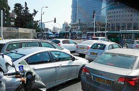 פקקים בתל אביב (ארכיון), צילום: אורן רייס