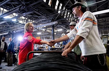 הילארי קלינטון ב מפעל ג'ונסטאון פנסילבניה, צילום: איי.פי.