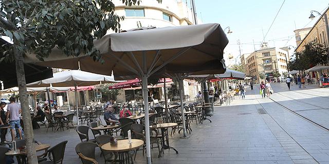 עסקים קטנים במרכז ירושלים, צילום: אלכס קולומויסקי