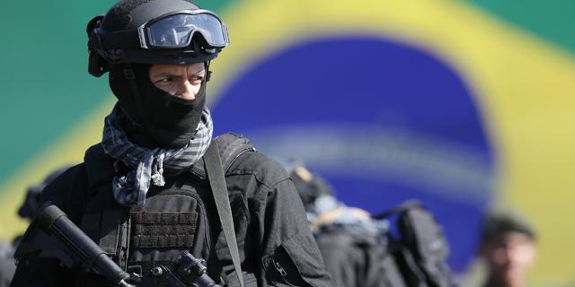 שר המשפטים הברזילאי אלכסנדר מוראס הודיע כעת כי בוטלו החוזים עם ארטל, וחברים במשמר הלאומי של הממשלה הפדראלית וכן שוטרים מריו ומדינות אחרות, כולל שוטרים לשעבר, הם שיבצעו את הבדיקות הביטחוניות כולל הפעלת גלאי המתכות, צילום: איי פי