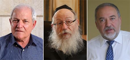 מימין שר הביטחון אביגדור ליברמן, שר הבריאות יעקב ליצמן ושר הרווחה חיים כץ