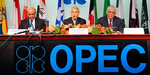 """אופ""""ק ורוסיה הגיעו להסכמה על קיצוץ תפוקת הנפט ב-1.2 מיליון חביות ביום"""