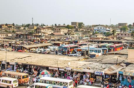 אוטובוסים וטרוטרואים באקרה, בירת גאנה