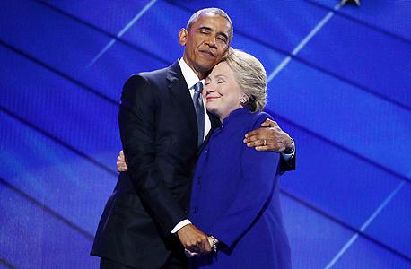 הילרי קלינטון ו ברק אובמה מחובקים, צילום: בלומברג