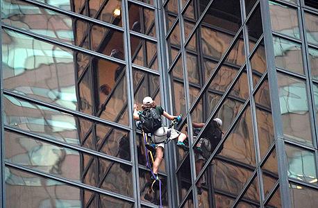 אדם טיפס על מגדל טראמפ ב ני יורק במטרה לפגוש את המועמד לנשיאות, צילום: איי אף פי
