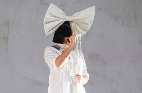 הזמרת סיה