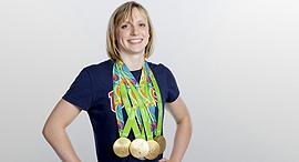 קייטי לדקי שחיינית אמריקאית עם מדליות הזהב שזכתה בהן ב ריו 2016, צילום: גטי אימג'ס