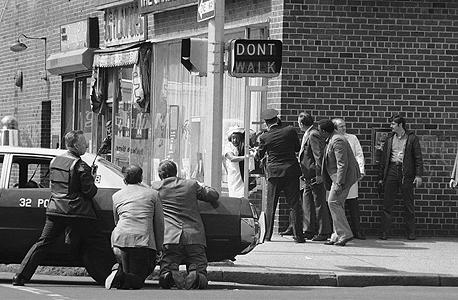 """שוד בנק בניו יורק בשנות השבעים. גלייזר, שגדל בעיר באותה תקופה, אמנם זוכר אותה כ""""קשוחה"""" אך גם כבעלת """"קסם מעורר השראה"""""""
