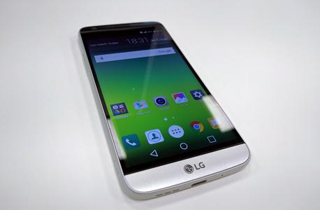 LG G5 SE סמארטפון 6, צילום: ראפל קאהאן