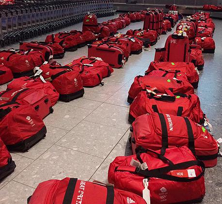נבחרת בריטניה אולימפיאדה חזרה נמל התעופה תיקים אדומים, צילום: twitter@TeamGB