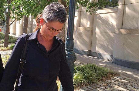 חנה אלכסנדר, אשתו של קובי אלכסנדר, יוצאת מהדיון , צילום: בקי גריפין