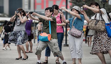 תיירים סינים ביפן. שומעים הרבה סינית ברחוב, צילום: asia news