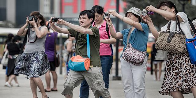 הסינים מטיילים יותר בעולם אבל מבזבזים פחות על שופינג