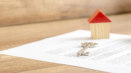 באוצר בוחנים כמה הצעות לשינוי המס על דירה שלישית, כמו פטור ממס שבח לתקופה קצובה, מיסוי דיפרנציאלי ותשלום מס החל מהדירה הרביעית, צילום: bigstock