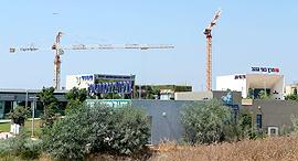 מתחם ה קבלנים  משרדים של חברות בניה פסגות אפק ראש העין, צילום: עמית שעל