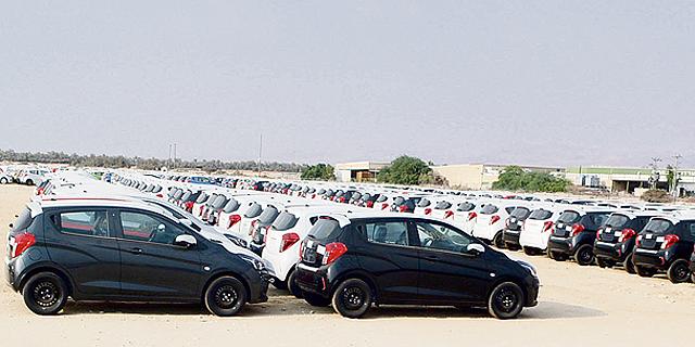 בניסיון להתחמק מהחמרת המס הירוק: יבואני הרכב מציפים את הארץ במכוניות