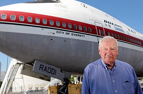 סאטר, לצד המטוס שהמציא