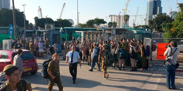 בעקבות משבר הרכבת: דחיפות וצעקות בתורים לאוטובוסים