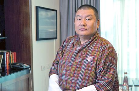 """ישיי דורג'י, שר החקלאות של בהוטן: """"אנחנו מאמינים שכל בני האדם צריכים להיות שלווים ושמחים בחלקם. אבל בכנות, אנחנו עוד לא שם. יש הרבה אושר, אבל גם הרבה אומללות"""""""