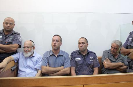 משמאל: אברהם גוגיא, צפריר פייברג ואברהם תשובה, בעת הארכת מעצרם בשבוע שעבר, צילום: אוראל כהן