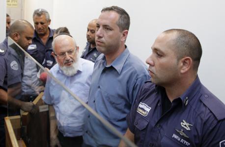 """מימין: בנה של פיירברג, עו""""ד צפריר פיירברג, ועו""""ד אברהם גוגיא בעת הארכת מעצרם בשבוע שעבר"""