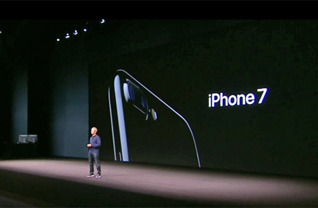 טים קוק מציג את האייפון החדש