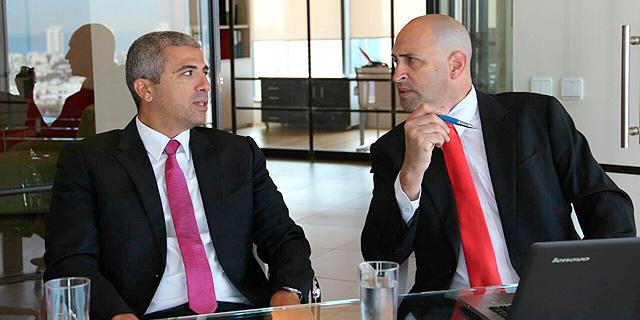 עורכי הדין של איציק תשובה. מימין: אורון שוורץ ויוגב נרקיס