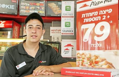 """מיכאל דרעי, מנהל סניף של פיצה האט בת""""א. החל את דרכו ברשת כחייל בודד"""