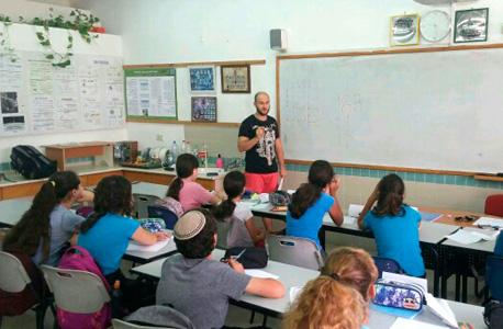 כיתה בשיעור פיתוח חשיבה מתמטית שהעביר סטודנט המכללה מיכאל זינובייב