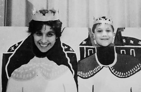1963. דיוויד בלאט בן ה־4 עם אמו ליליאן, פרמינגהם, מסצ'וסטס