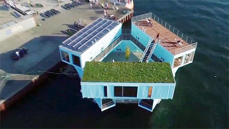 בית צף ממכולות למגורי סטודנטים בדנמרק