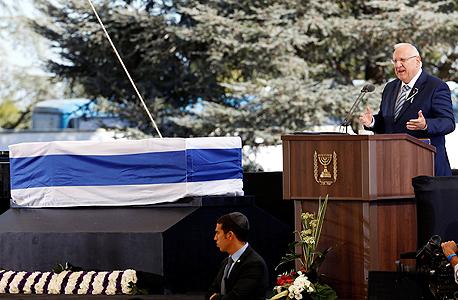 נשיא המדינה ראובן ריבלין מספיד ב לוויה הלוויה של שמעון פרס, צילום: רויטרס