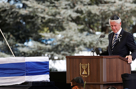 """נשיא ארה""""ב לשעבר ביל קלינטון מספיד ב לוויה הלוויה של שמעון פרס, צילום: רויטרס"""