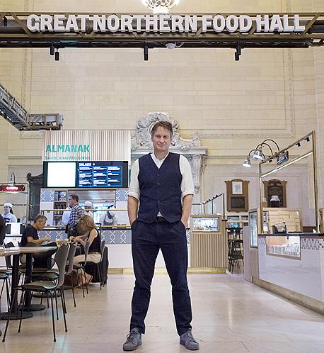 """קלאוס מייר בהיכל האוכל החדש שהקים במנהטן. """"עבורי להקים עסק זה לא לייצר רווחים, אלא לעשות משהו שייתפס כמתוחכם ונהדר, ולעשות זאת בדרך נדיבה"""""""