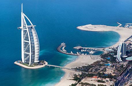 בורג' אל־ערב, מלון הענק על אי מלאכותי מול דובאי. פסטיבל שופינג, מירוצי סוסים ומלונות יוקרה כדי למשוך תיירים עשירים