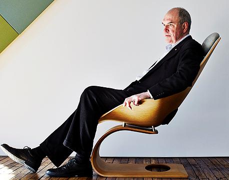 """ריבצ'ינסקי על """"כיסא החלומות"""" של אנדו. """"מסתכל על כיסאות בכל מקום שאני מגיע אליו"""""""