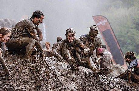 """המשתתפים יצטרכו להשלים ריצת 13 ק""""מ עם 22 מכשולים . יבנה מסלול לחצי המרחק (6.5 ק""""מ ו 11 ומכשולים), כמו כן יבנה מסלול ילדים: The Mud Day Kids"""