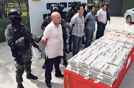 """סוחרי סמים עצורים במקסיקו לצד 1.7 מיליון דולר במזומן. """"בשלב מסוים נגיע לנקודת מפנה פוליטית שבה כולם יסכימו ששטרות גדולים משמשים רק לפשע והעלמת מסים"""""""