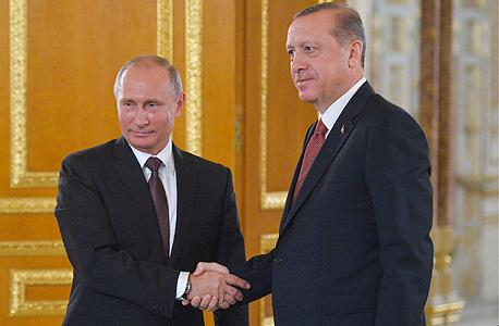 נשיא רוסיה ולדימיר פוטין ונשיא טורקיה רג'פ טאיפ ארדואן בעת חתימה על הסכם גז, צילום: אם סי טי