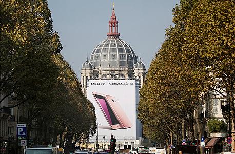 שלט פרסומת של ל נוט 7 סמסונג ב פריז, צילום: רויטרס