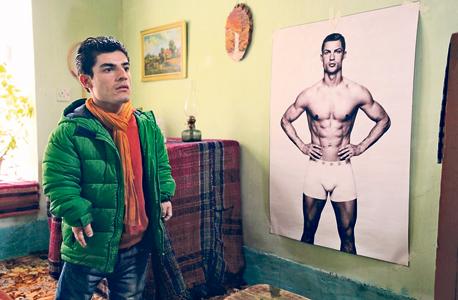 """גיבור """"אל קלאסיקו"""" ורונאלדו. למטה: האלקוט. """"סרט על אנשים קטנים עם חלומות גדולים"""""""