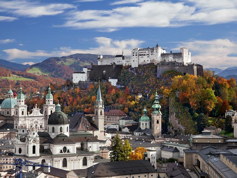 8. זלצבורג, אוסטריה: התפרסמה הודות למוצרט. זלצבורג הקלאסית מחולקת על ידי נהר זלצך. העיר העתיקה שוכנת בגדה השמאלית, והעיר מהמאה ה-19 מאכלסת את הגדה הימנית