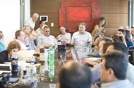 """אמיר נחום מנכ""""ל אורתם סהר, בישיבת מחזיקי אג""""ח, צילום: אוראל כהן"""