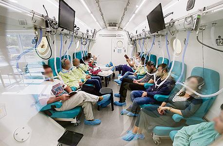 מטופלים בתא לחץ (למצולמים אין קשר לכתבה)