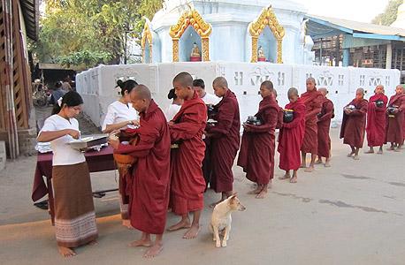 נזירים בודהיסטים בבורמה