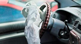 כרית אוויר פגומה במכונית קרייזלר, צילום: איי אף פי
