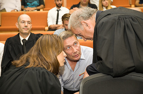 נוחי דנקנר ופרקליטיו בבית המשפט, היום