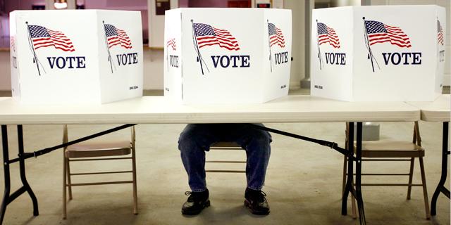 """מלגליזציה ועד קונדומים בפורנו: על מה עוד ישפיעו המצביעים בבחירות בארה""""ב?"""