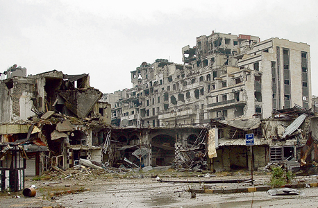 """שכונה הרוסה בחומס. """"בסוריה רואים את החלוקה הגיאו־פוליטית החדשה"""", צילום: אי פי איי"""