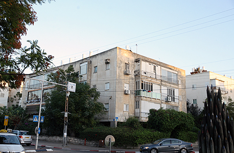 הבניין ברחוב דן 54. ממתין חמש שנים להוצאת היתר בנייה , צילום: אוראל כהן